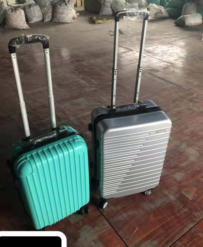 31700 - Two-color rigid suitcases Europe
