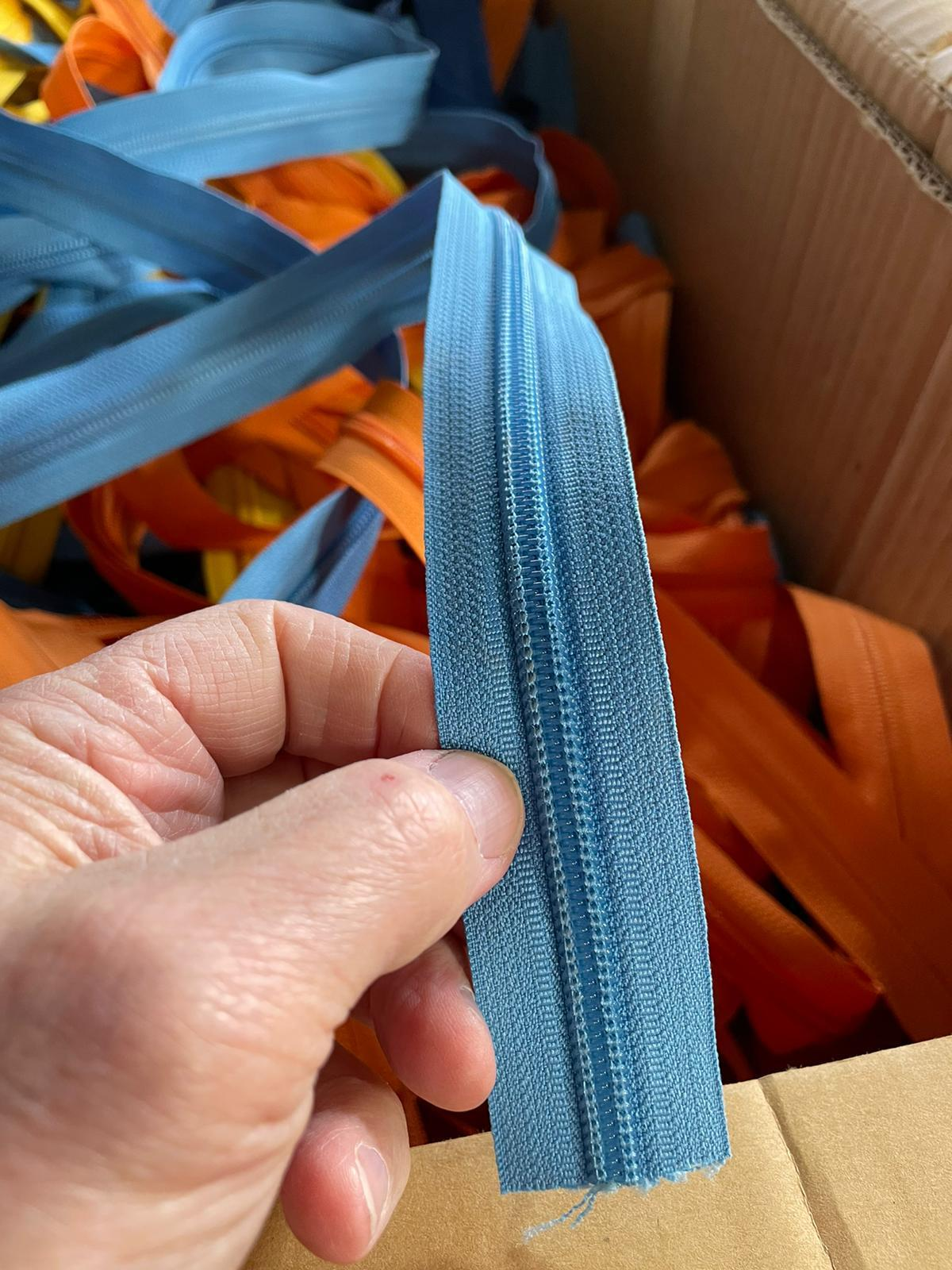 41036 - Zippers Available USA